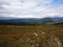 An amazing hike in sunny highland plains in Kingussie, Scotland