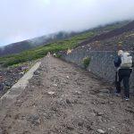 Dennis vandrer efter st. 6 på Mt Fuji