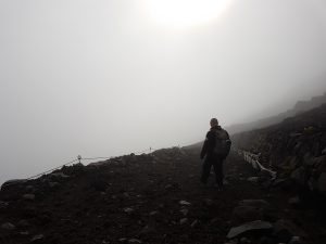 På vej ned af Mt. Fuji